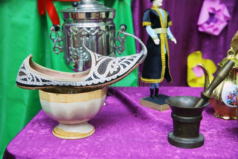 Aladdin Shoes Boots L'Arabe a brodé les chaussures en cuir Chaussures arabes traditionnelles Chaussures orientales Arabes dans images libres de droits