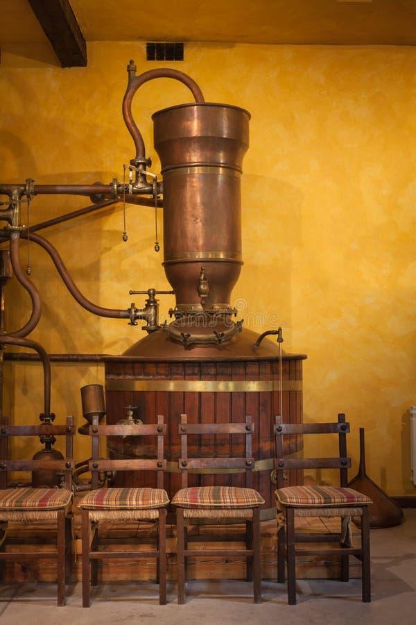 Alambique para destilar el vino fotografía de archivo libre de regalías