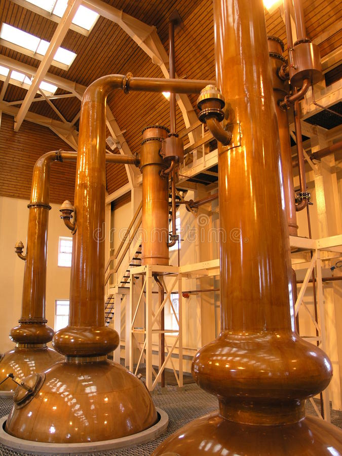 Alambiques del whisky imagen de archivo libre de regalías
