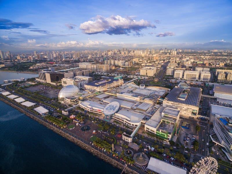 Alameda da manutenção programada de Ásia em Bay City, Pasay, Manila, Filipinas Arquitetura da cidade bonita e uma da alameda a ma fotos de stock