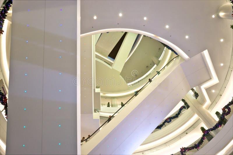 Alameda de compra luxuosa. fotos de stock royalty free