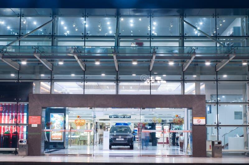 Alameda de compra na noite em Zhuhai, China fotos de stock royalty free