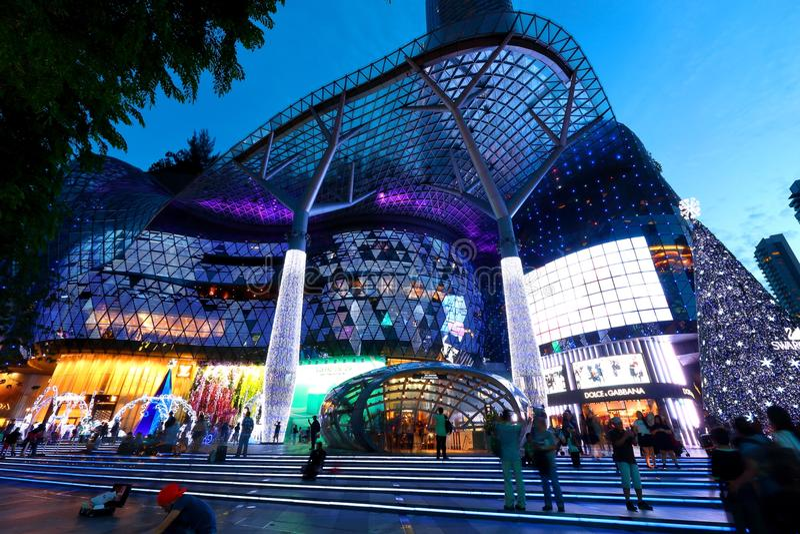 Alameda de compras de ION Orchard Singapur imagenes de archivo