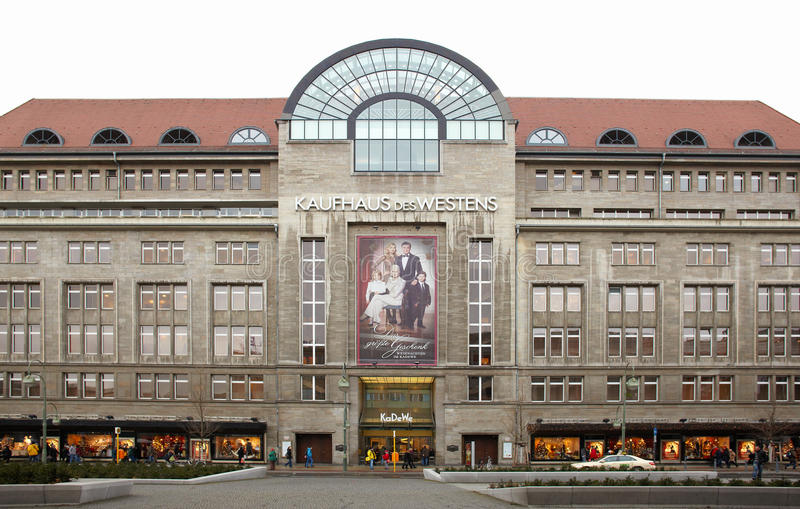 Alameda de compras de Kadewe exterior en Berlín foto de archivo
