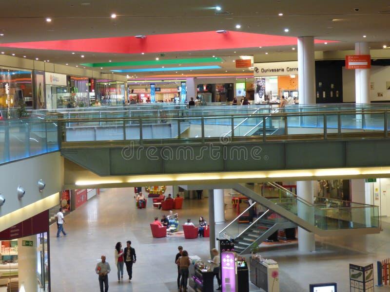 Alameda de compras de la plaza de Gran Tavira imagen de archivo libre de regalías
