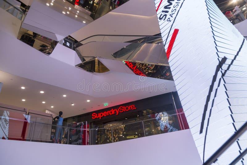 Alameda de compras del emporio en Bangkok fotos de archivo
