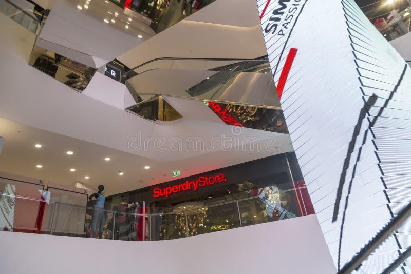 Alameda de compras del emporio en Bangkok fotografía de archivo libre de regalías