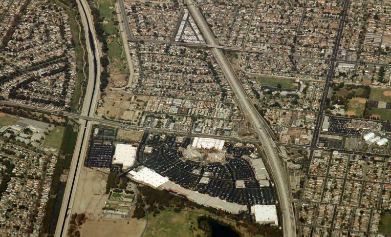 Alameda de compras en suburbios imagen de archivo