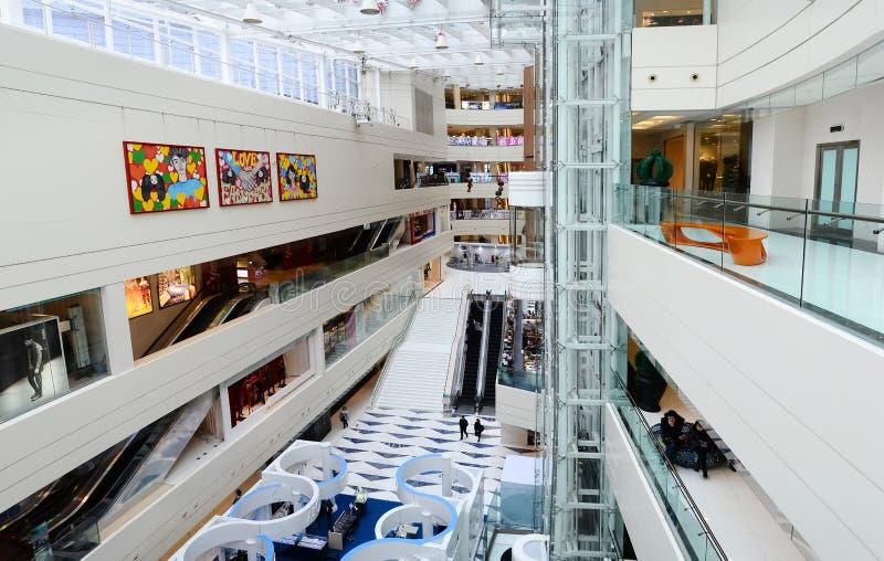 Alameda de compras moderna imagen de archivo libre de regalías