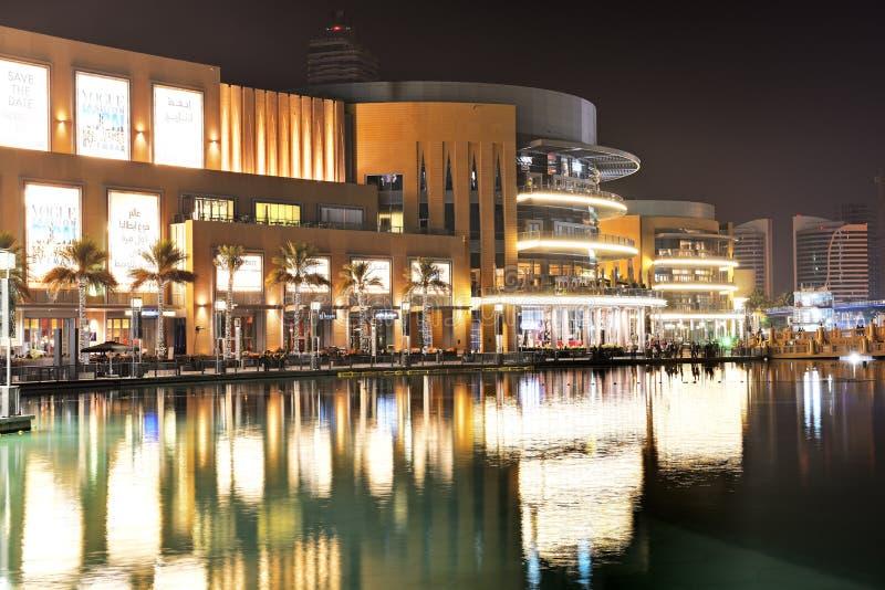 A alameda de Dubai é o shopping o maior do ` s do mundo foto de stock royalty free