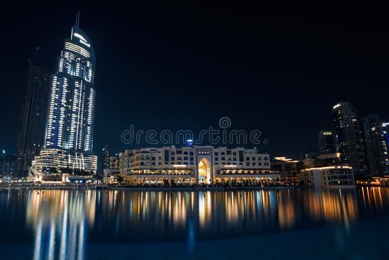 Alameda de Dubai do mundo do travelin da fotografia da vida noturna fotos de stock royalty free