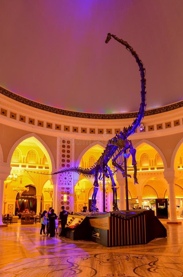 Alameda de Dubai la alameda de compras más grande del WorldUAE imagenes de archivo