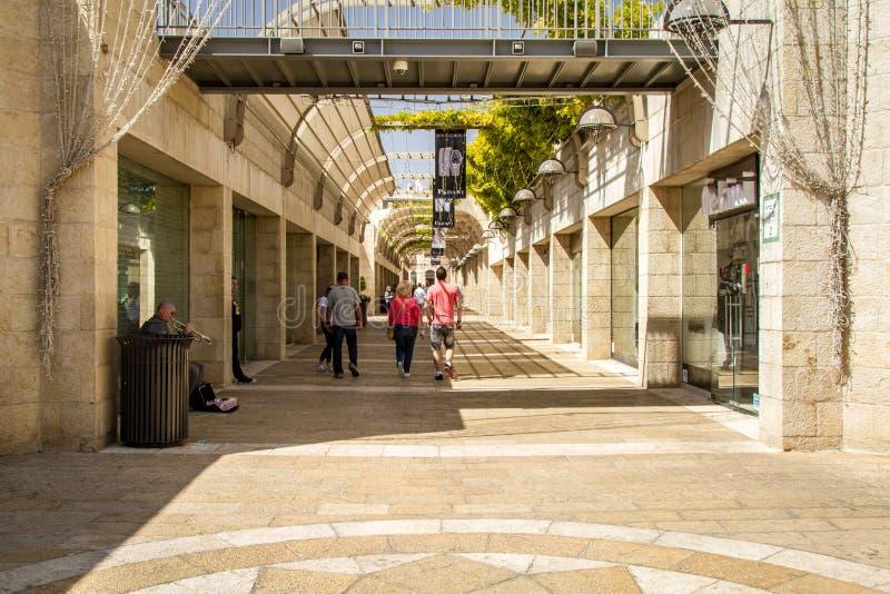 Alameda do Mamilla, avenida do Mamilla de Alrov no Jerusalém, Israel imagem de stock