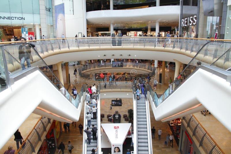 Alameda moderna do centro de compra fotos de stock royalty free