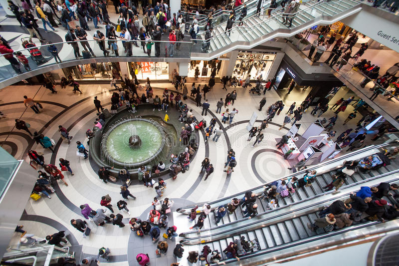 Alameda Toronto de Eaton Centro comercial imagens de stock royalty free