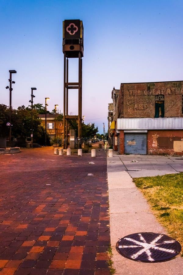 A alameda velha abandonada da cidade, em Baltimore, Maryland foto de stock