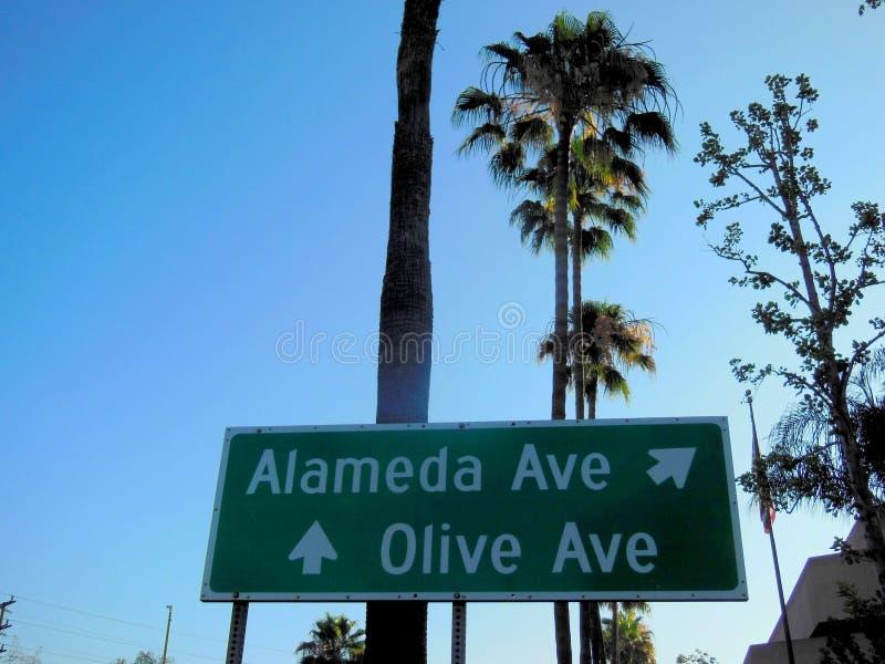 Alameda y Olive Avenues Signage imagenes de archivo