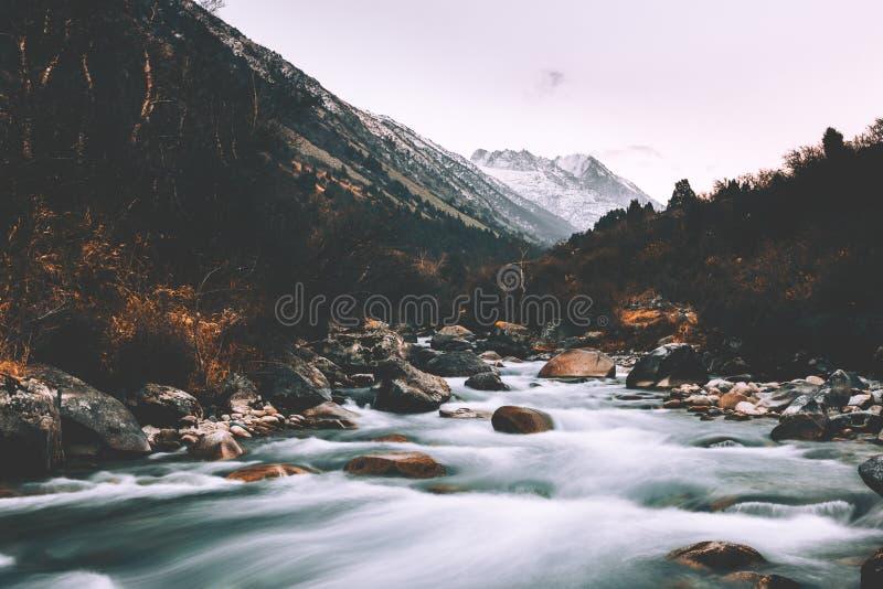 Alamedin-Schlucht-Herbstzeit stockbilder