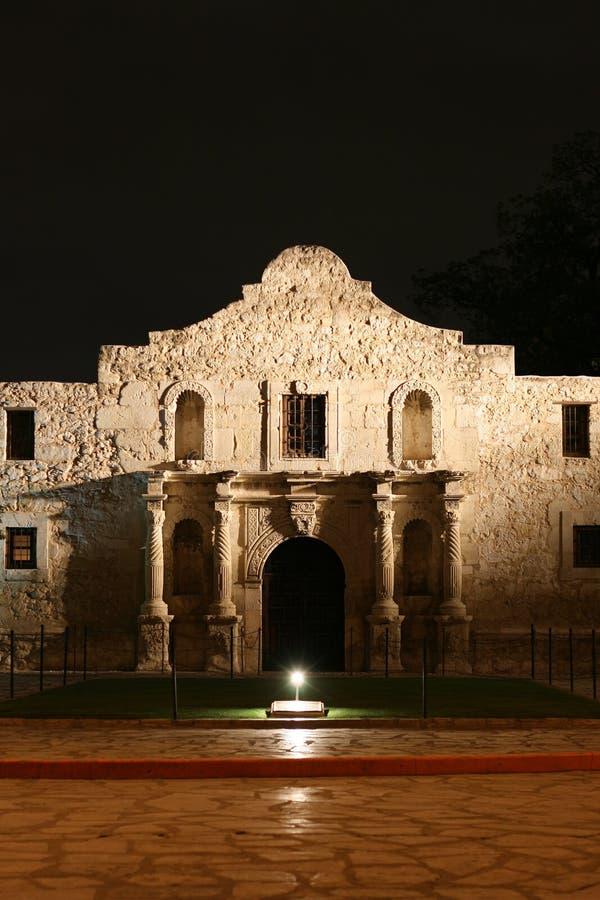 Alamo alla notte a San Antonio il Texas immagine stock libera da diritti