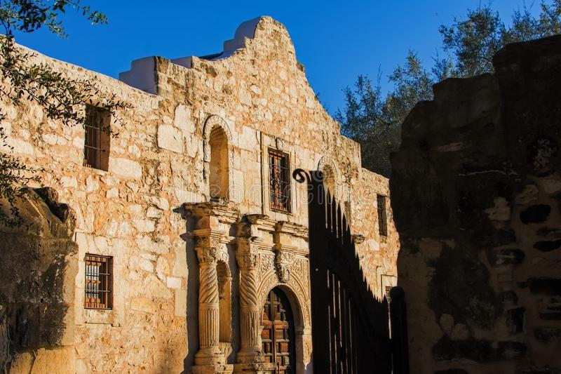 Alamo bij zonsondergang stock foto