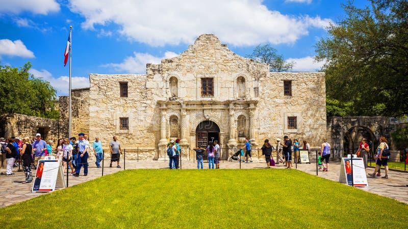 Alamo histórico em San Antonio, Texas com turistas foto de stock