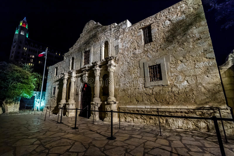 Alamoen på natten, San Antonio, Texas arkivbilder