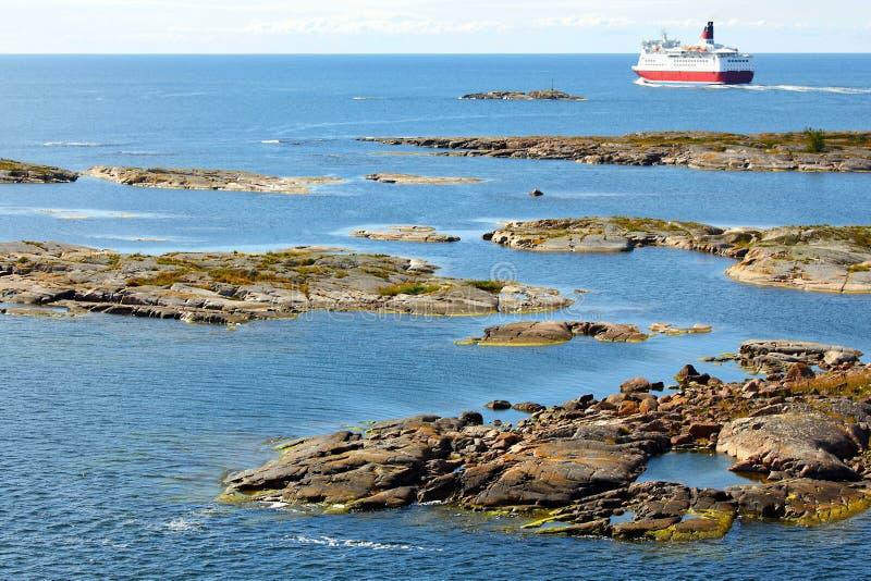 Aland archipelag z statkiem wycieczkowym fotografia stock