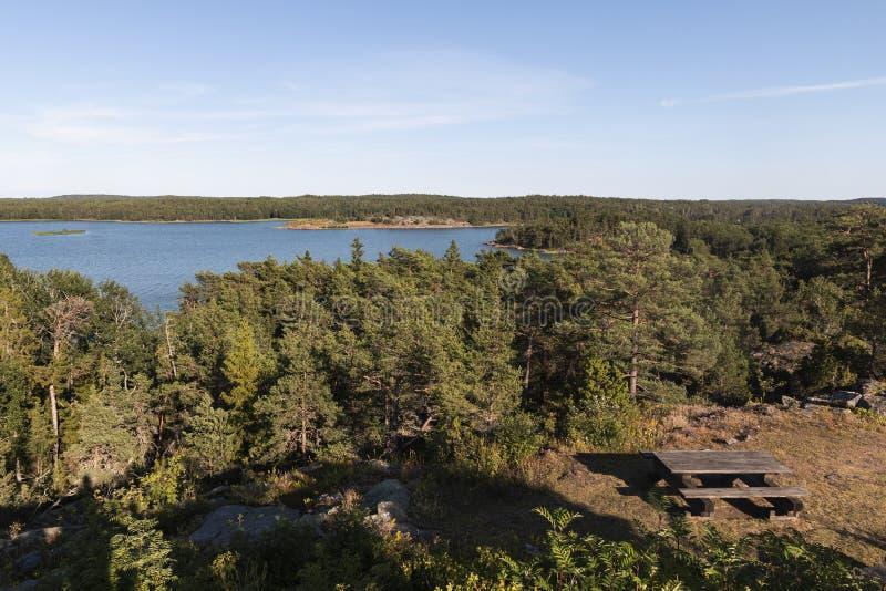 Alandeilanden, Finland - Weergeven van de dijk Kust van de Oostzee royalty-vrije stock foto's