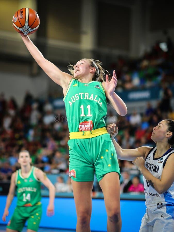 Alanna Smith i handling under basketmatchen ARGENTINA vs AUSTRALIEN fotografering för bildbyråer