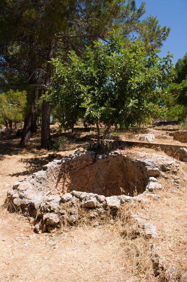 alanya堡垒无背长椅废墟 库存图片