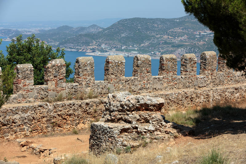 alanya堡垒无背长椅废墟 库存照片