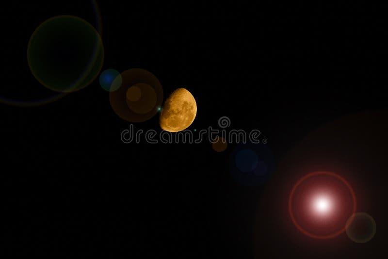 Alargamento amarelo da lente da meia lua