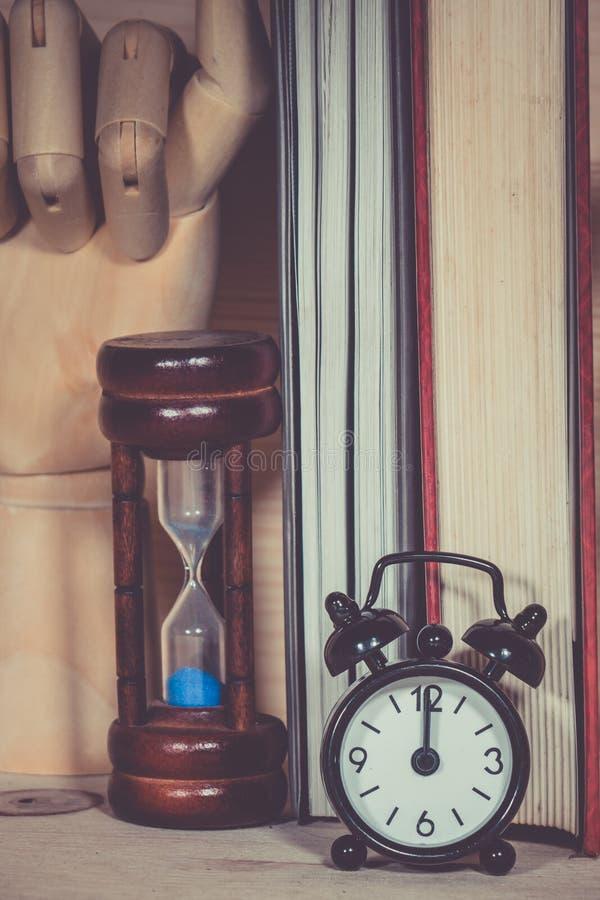 Alarma del reloj de arena del reloj foto de archivo libre de regalías