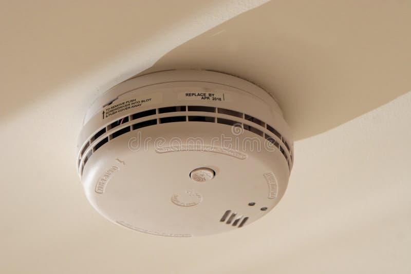 Alarme à la maison de détecteur de fumée photographie stock
