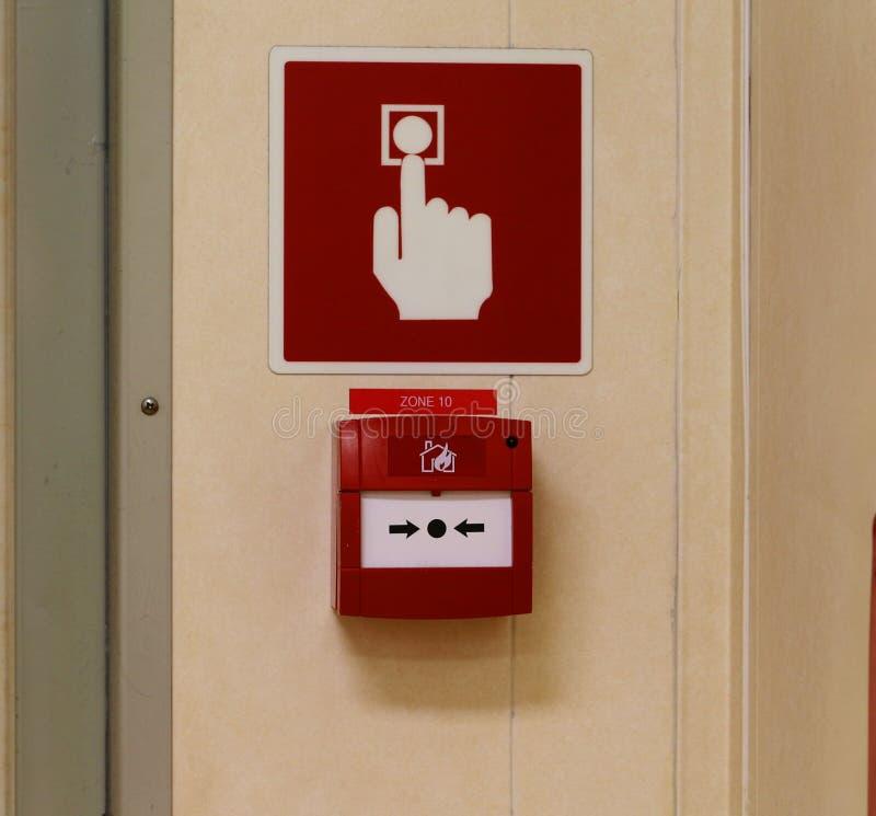 Alarmes d'incendie, boutons poussoirs de secours, signal pour alerter chacun images libres de droits