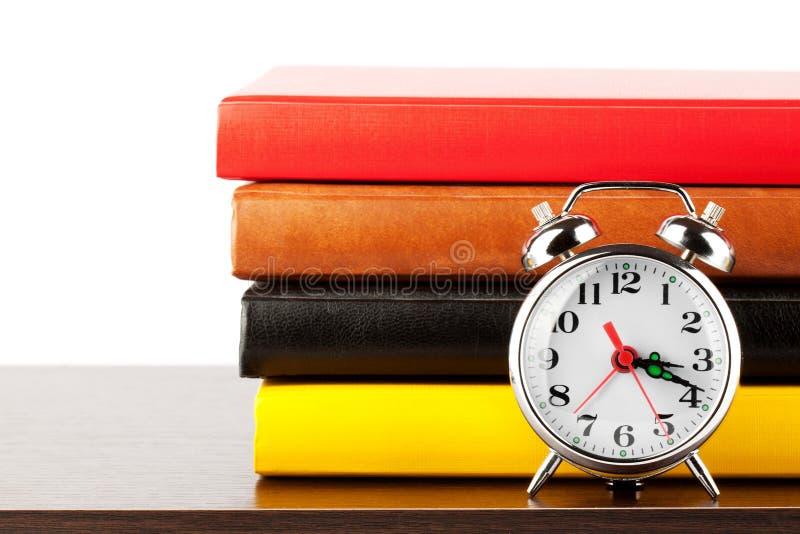 alarmet books den färgglada klockan arkivfoto