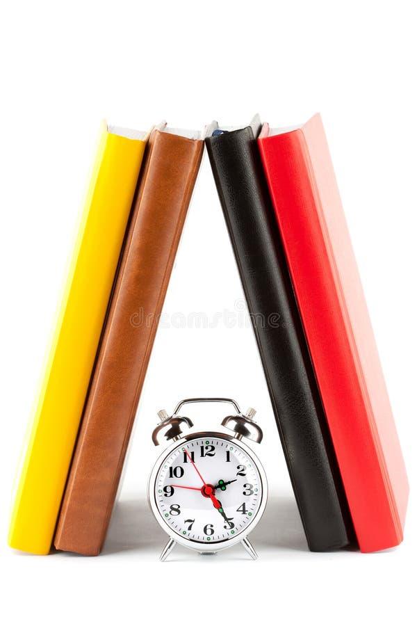 alarmet books den färgglada klockan royaltyfria foton