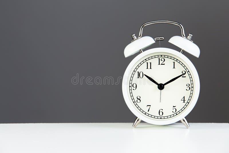 alarmowego klasyka zegaru frontowy widok obraz royalty free