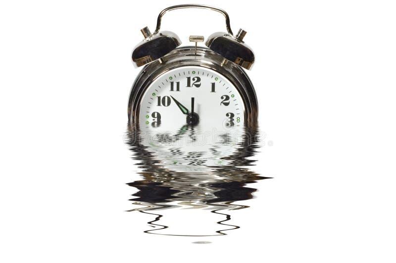 Alarmuhr im Wasser stockfotografie