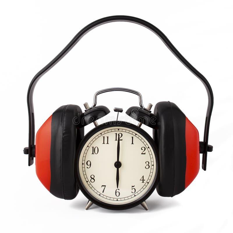 Alarmuhr mit Ohrverteidigern ein. lizenzfreies stockfoto