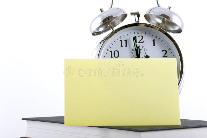 Alarmuhr mit unbelegter anhaftender Anmerkung stockbild
