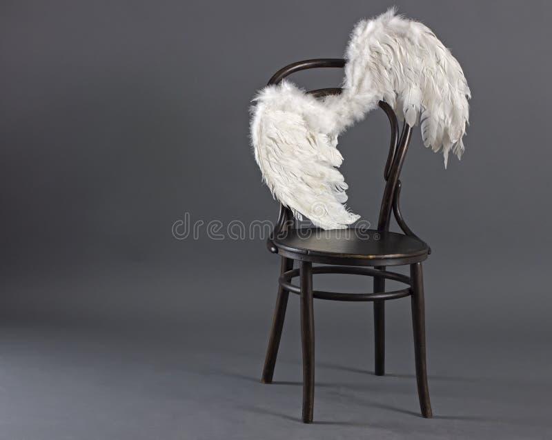 Alas blancas del ángel imagenes de archivo