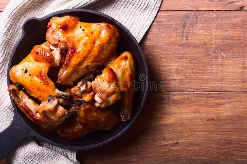 Alas de pollo asadas a la parilla fotografía de archivo libre de regalías