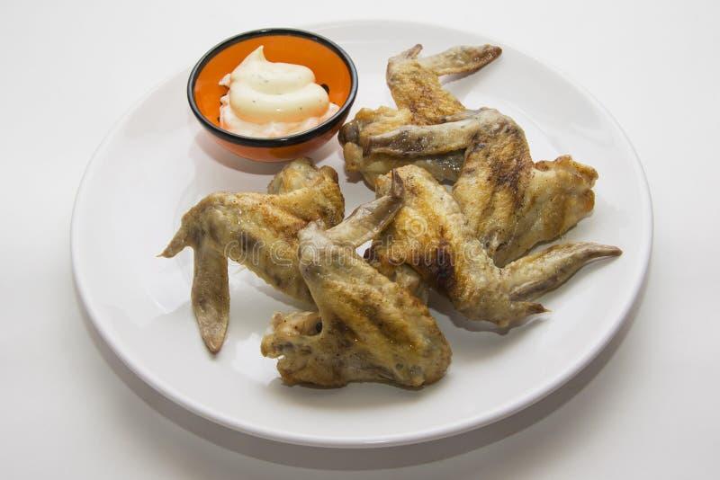 Alas de pollo en blanco fotografía de archivo libre de regalías