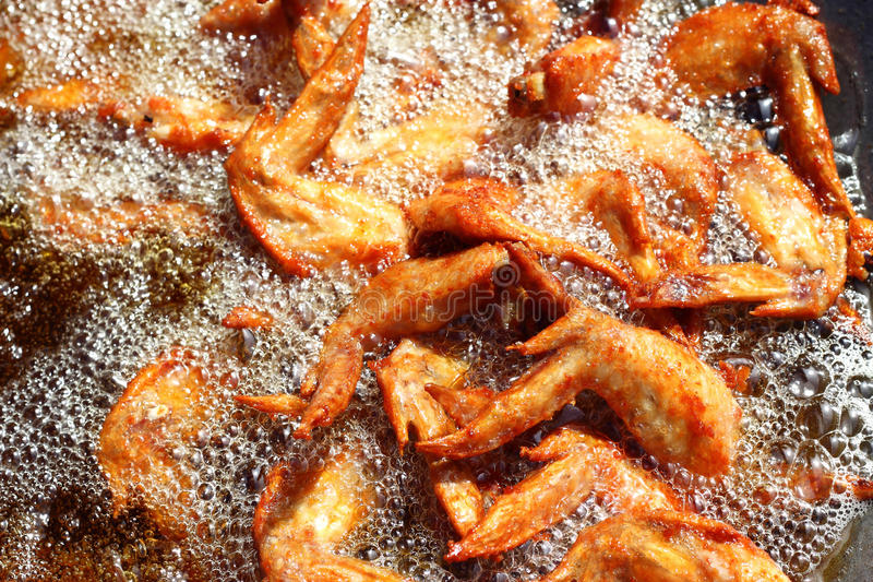 Alas de pollo frito fotografía de archivo