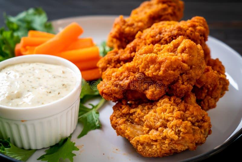 alas de pollo picantes fritas foto de archivo