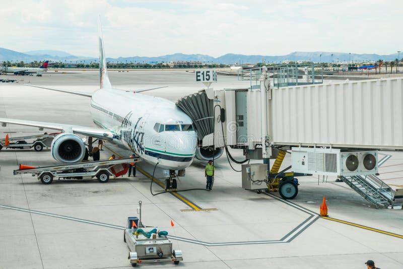 Alaska Airlines spiana al portone fotografie stock libere da diritti
