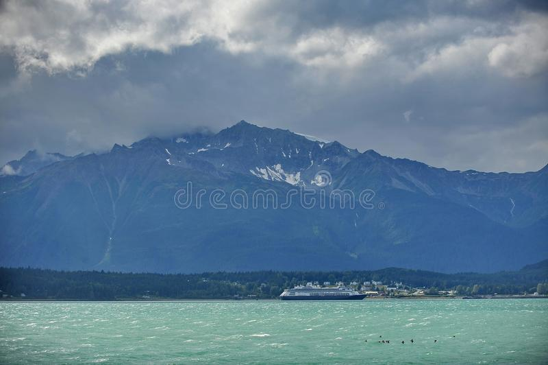 Alaska do lado de um navio de cruzeiros imagens de stock royalty free