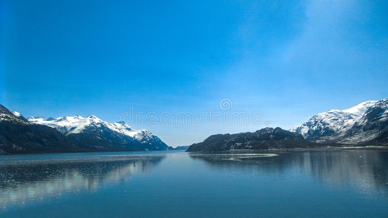 Alaska för nationalpark för glaciärfjärd sikt från skeppet arkivbild