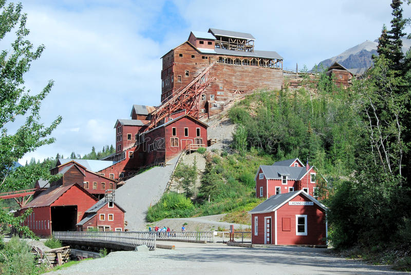 Alaska - Kennicott kopparmin - Wrangell St Elias National Park och sylt royaltyfri bild